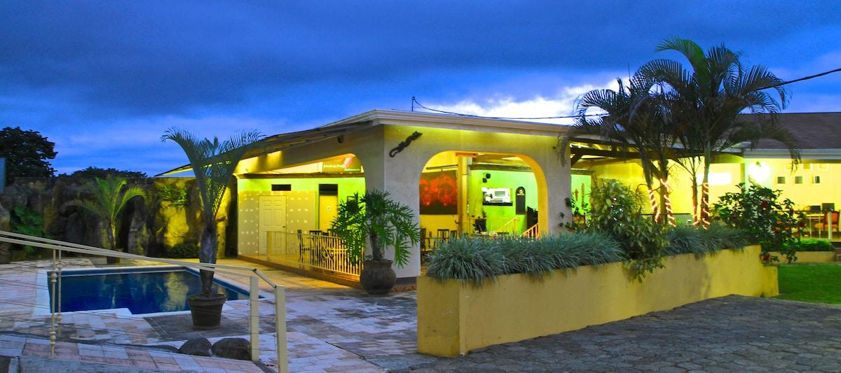 Nuestro restaurante muy cálido y especial. sobre todo muy buena comida.