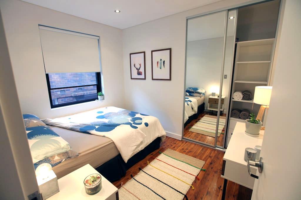 Spacious Bedroom in Stylish Beach Apartment - Bondi Beach - Appartement