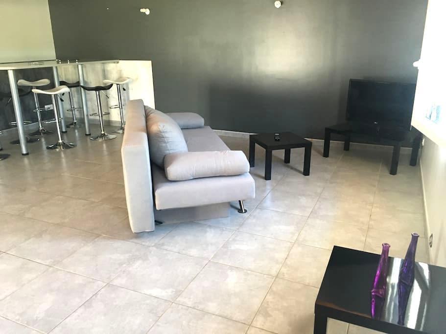 Appartement calme avec terrasse - Pajay - Byt