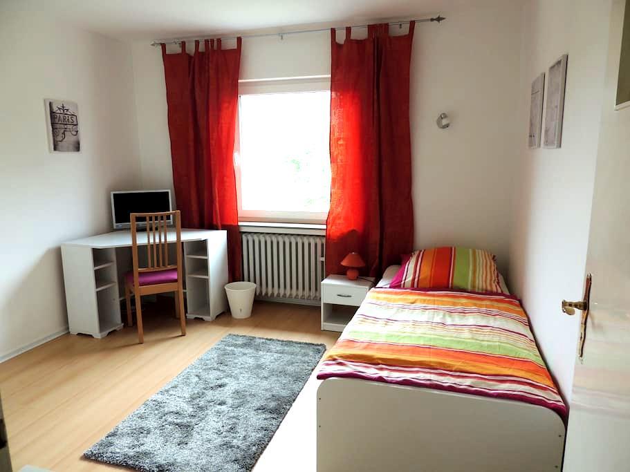 Neues eingerichtetes Einzelzimmer mit TV - Hildesheim - Apartemen