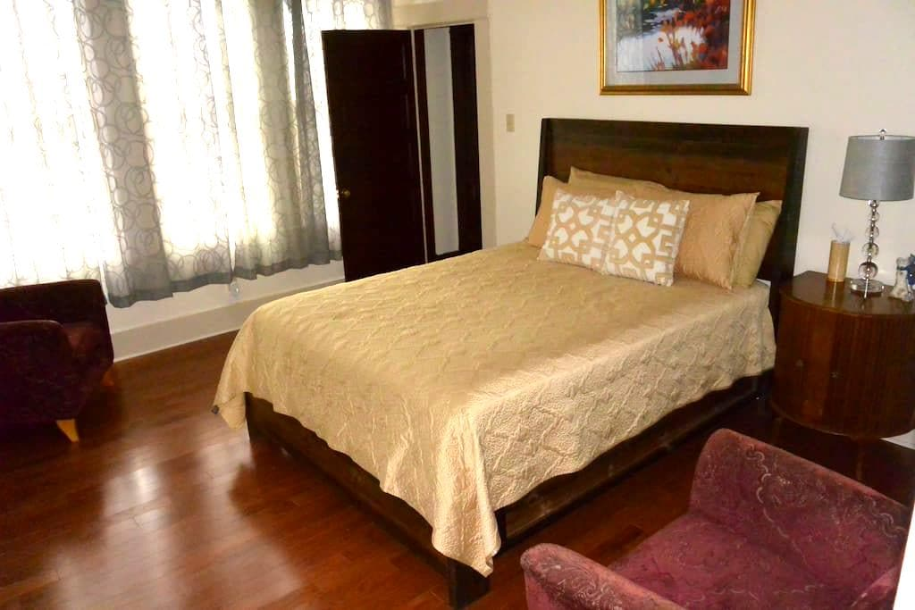 DOWNTOWN: Neches Apartment in The Young Building - 聖馬科斯(San Marcos) - 公寓