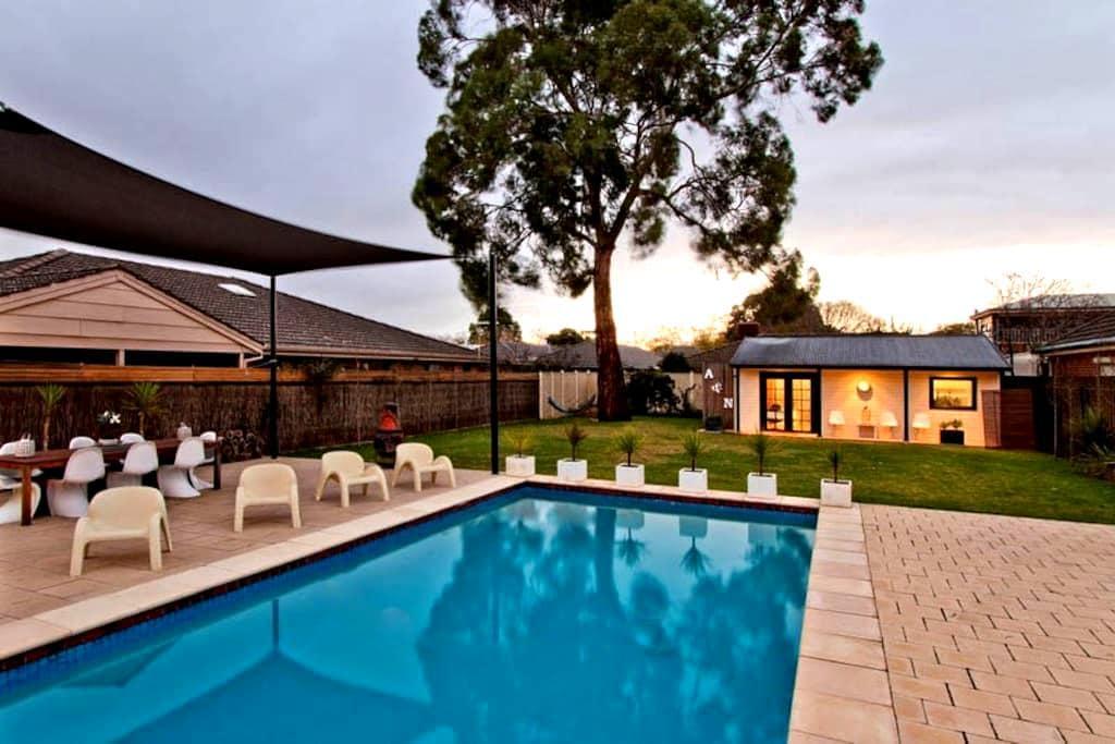 Studio Suite: Gym, Pool, Sauna, AirCon + Free WIFI - Highgate - Penzion (B&B)