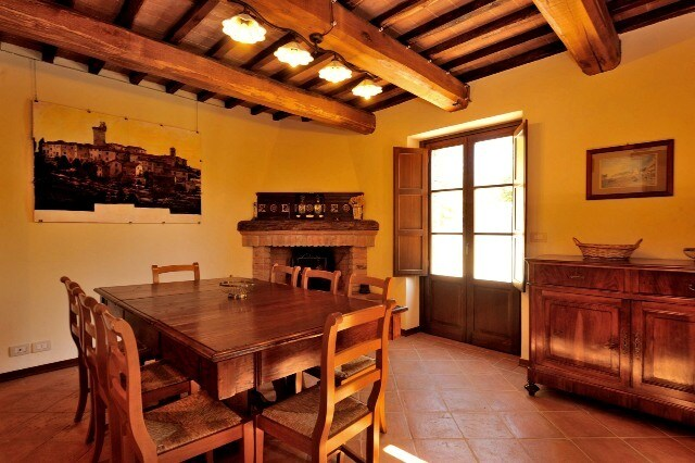 The dining room extensible table can seat up to 12, and the fireplace is decorated with early 20th.-cent. ceramics.