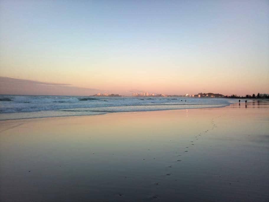 GREAT VALUE Beachside Unit at Tugun - トゥガン