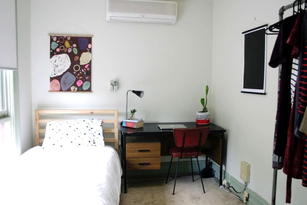 comfortable + sunny single room - Brunswick - Rumah