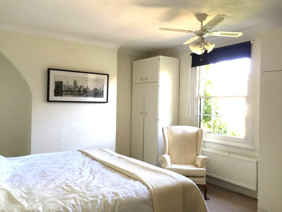 Charming cottage in the heart of Windsor - Windsor - Casa