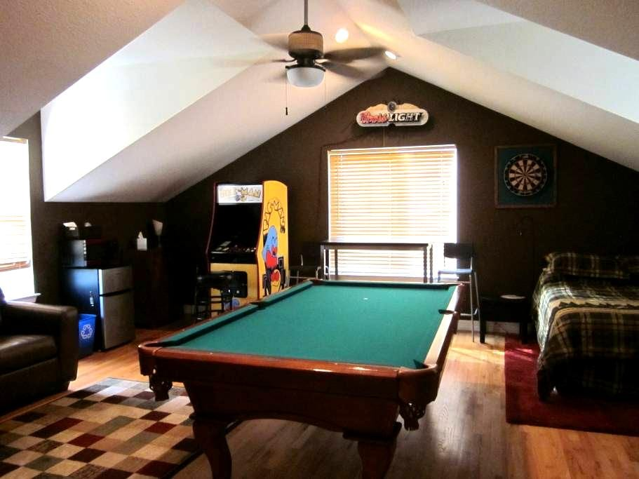 Room w/Private Entrance, Pool Table - Broomfield - Talo