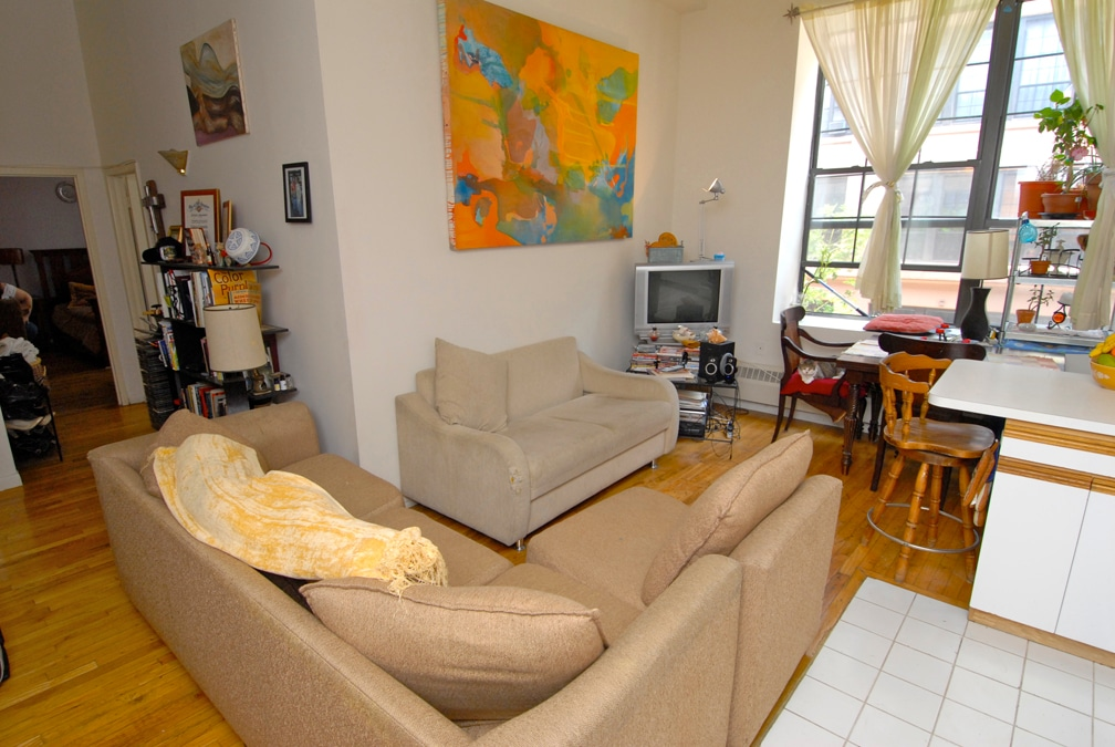 Gorgeous windowed rm in 3bdrm share
