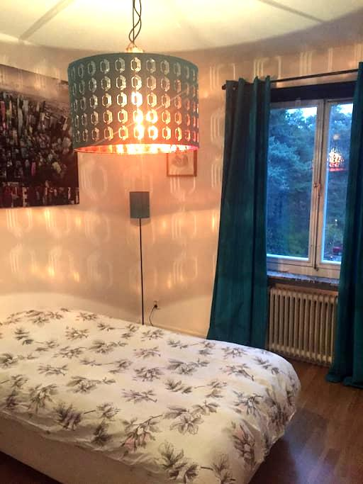 Nice cozy place 10 min from city with metro - Stockholm - Appartement