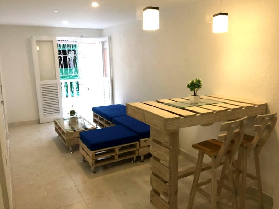 Cozy 2 bedrooms aprt. with balcony in the old city - Cartagena - Lägenhet