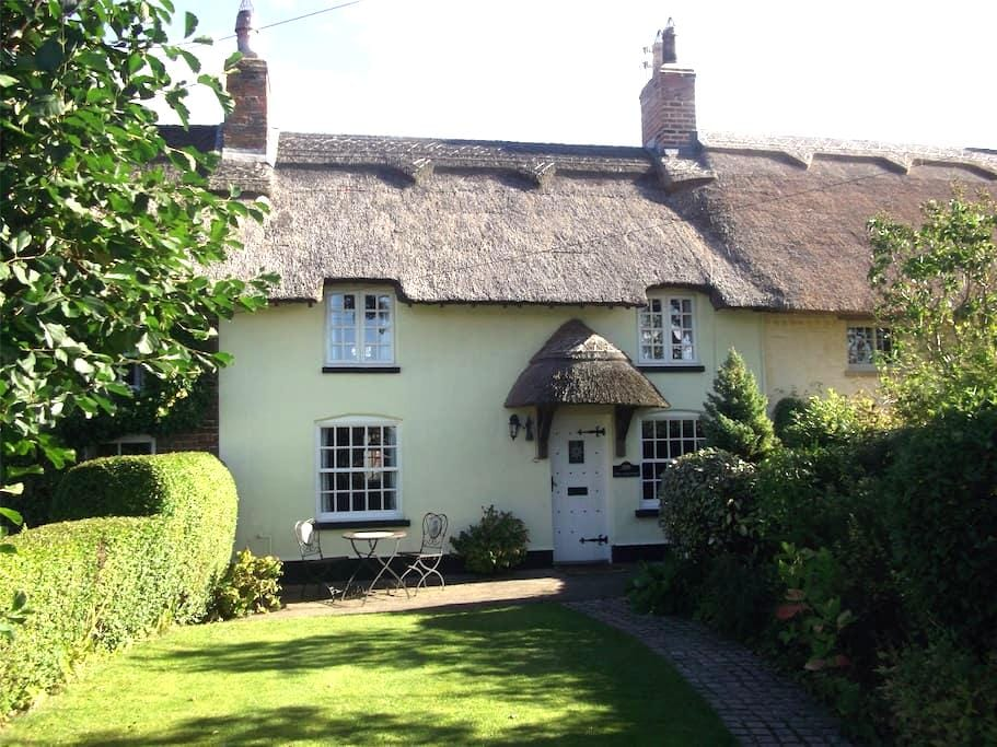 A beautiful thatched cottage - Wrea Green