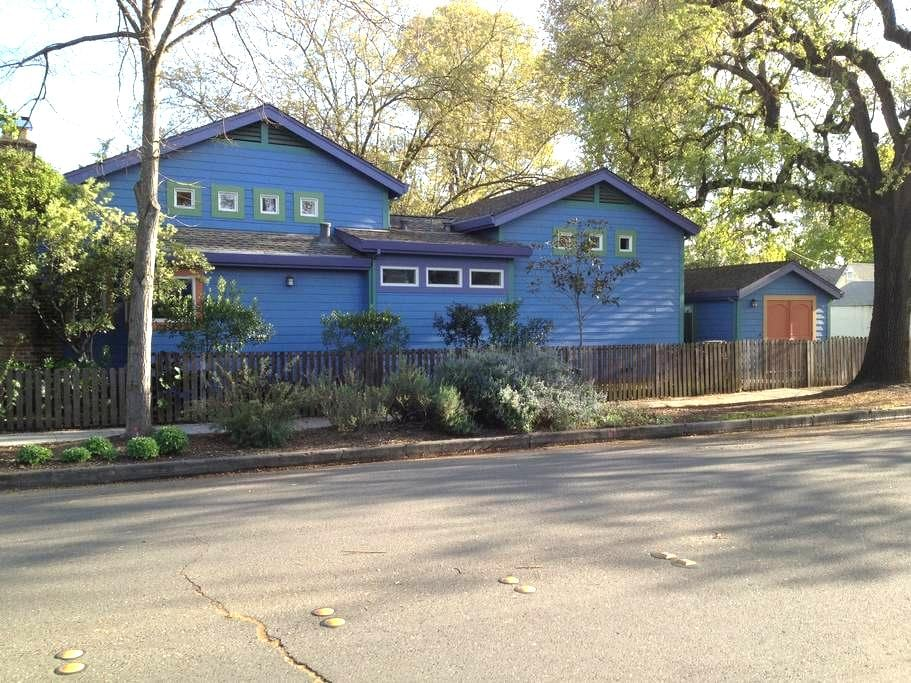 Detached Studio in Downtown Davis - Davis - Huis