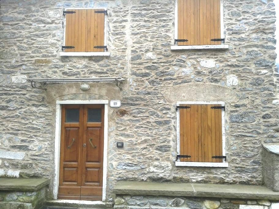 Casa tipica in villaggio - Vinca - Huis