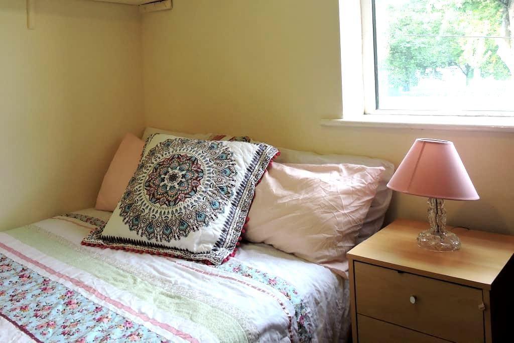 Small Comfortable Room - Drumcondra - Hus