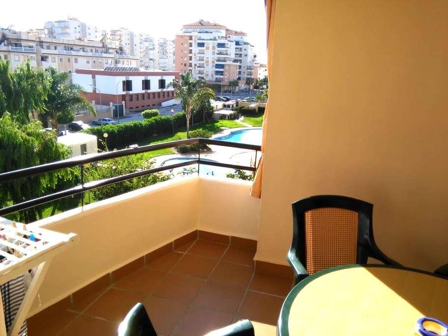 Gran residencial tranquilo en Algarrobo Costa - Algarrobo-Costa - Apartamento