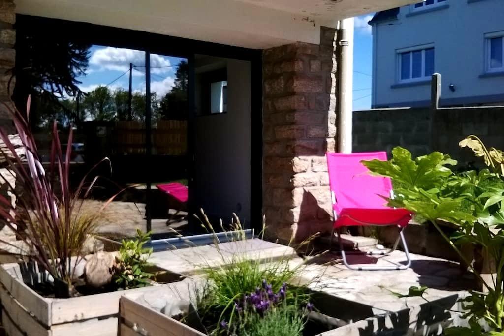 Studio en rez de jardin proche mer - Concarneau - Flat