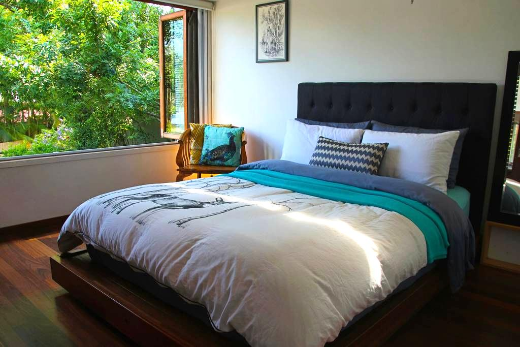 Master Room with Garden View - Toowong - Haus