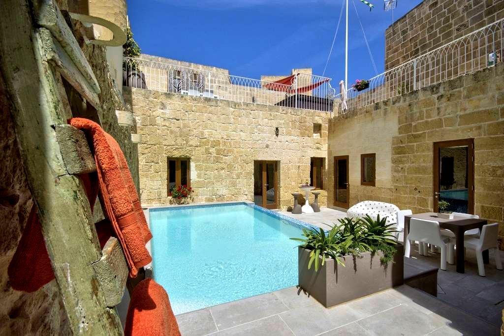 Ta Rozamari pool &hot water jacuzzi - Żejtun - Hus