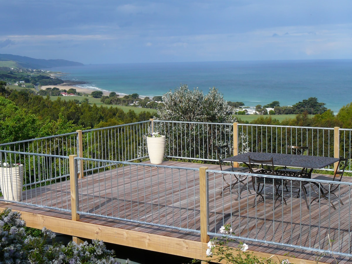 great deck to enjoy the expansive view to Cape Paton to Apollo Bay! this deck 5x9 metres is attached to the Cape Suite
