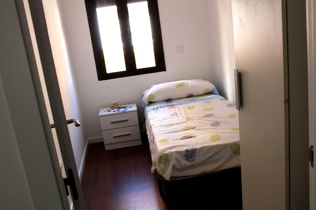 Comoda habitación en Madrid + WIFI - Madrid - Apartment