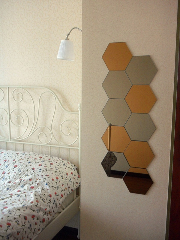 Bedroom 1: Detailed design for the convenience of living. 浪漫卧室:小细节的设计也充分考虑到生活的便利,坐在床上也可以阅读,衣橱边可尽情欣赏漂亮的自己。