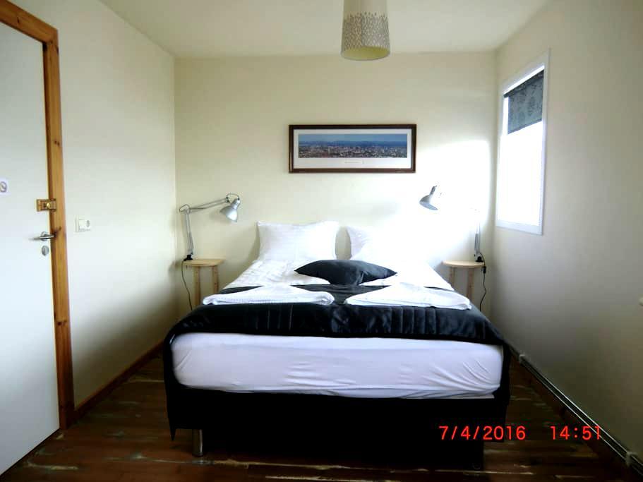 Double room with private bathroom - Seyðisfjörður - Bed & Breakfast