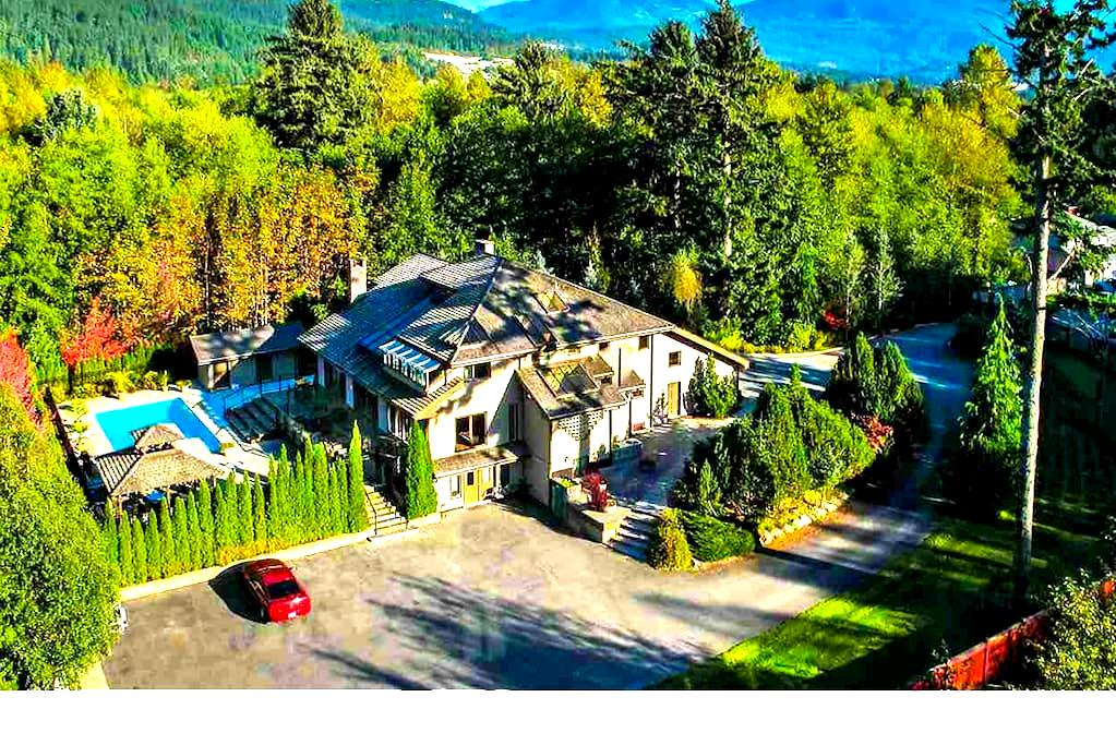 Private room in a big house with private garden - Squamish - Dom
