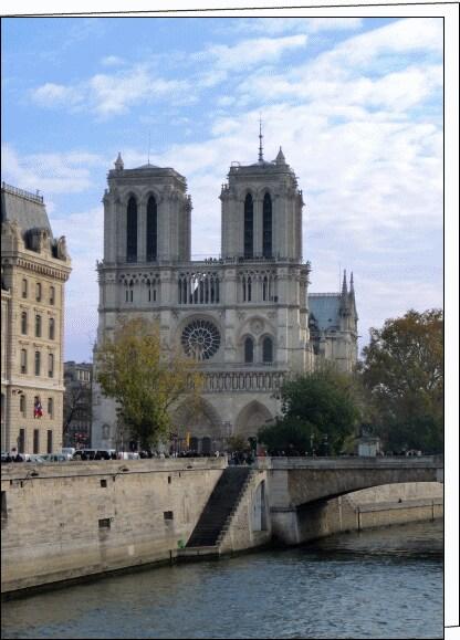 Notre Dame Louvre Studio in Paris