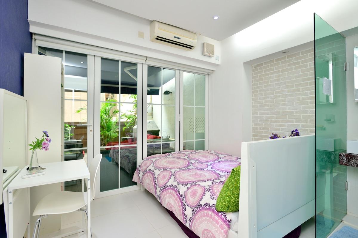 A sunny  doubleroom with Terrace302