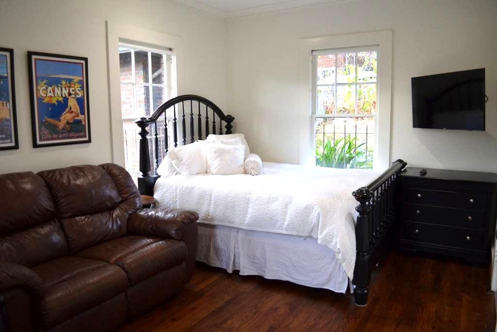 The Carriage House Retreat - Great location! - Birmingham - Gæstehus