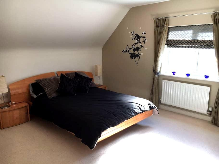 Private Double Bedroom with Private Bathroom - Sutton Coldfield - Hus