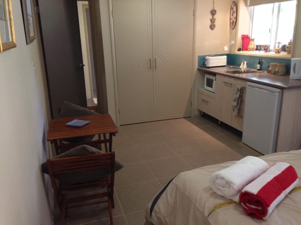 queen sized bed and kitchenette with built in wardrobe and ensuite.