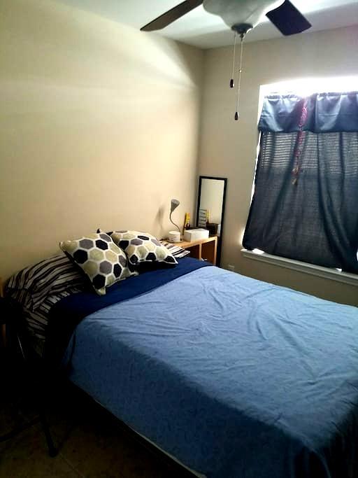 Cozy bedroom with parking - McAllen