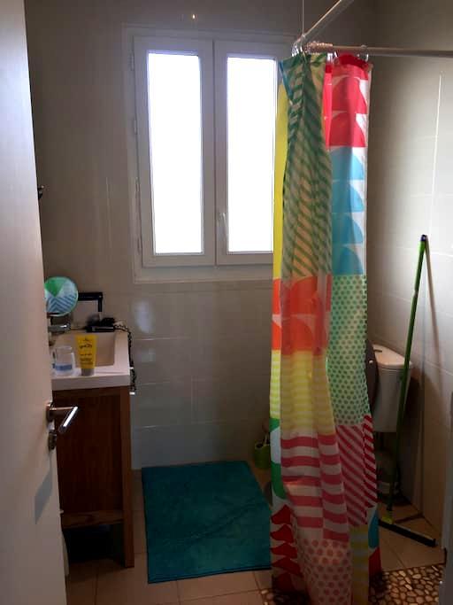 Chambre dans un petite maison - Villeneuve-le-Roi - Dom