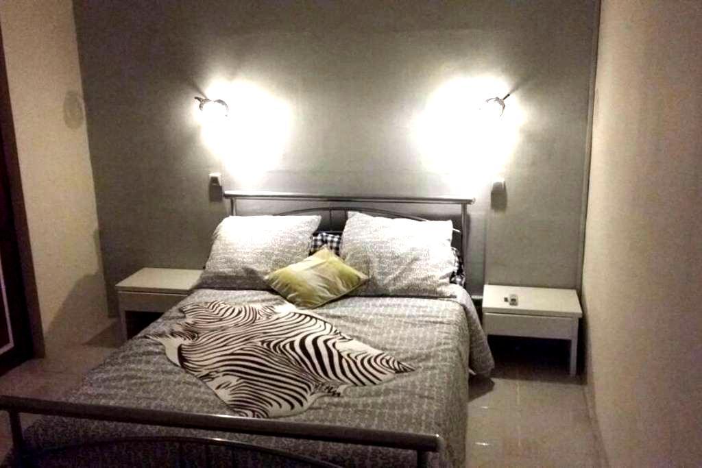 chambre privée avec petit salon - Pointe-à-Pitre - บ้าน