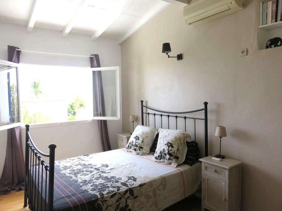 Jolie chambre spacieuse - Plateau-Caillou - House