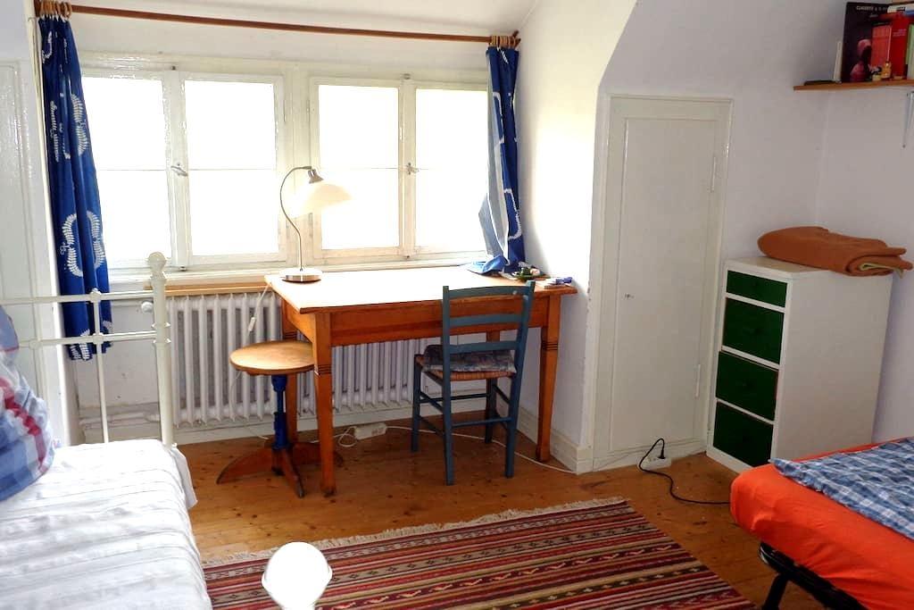 Schönes Zimmer im Grünen - Heidelberg - Talo