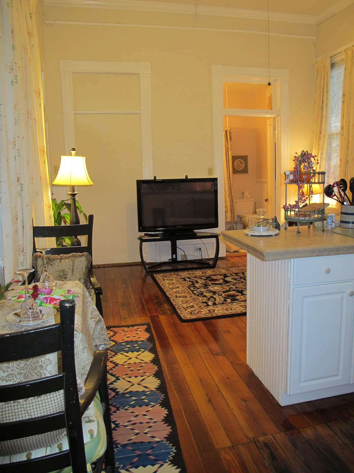 Living room /kitchen/ full cable