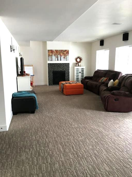 Clean, Newly-Built Basement Apt. in Beautiful Home - Lehi - บ้าน