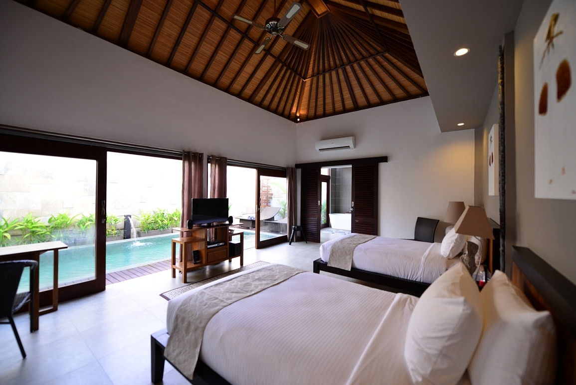 All bedrooms with full glass doors