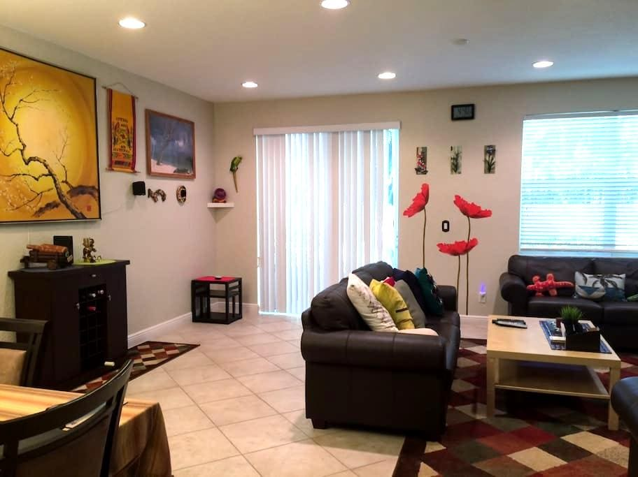 Private Room in a Gated Community - Cooper City - Таунхаус