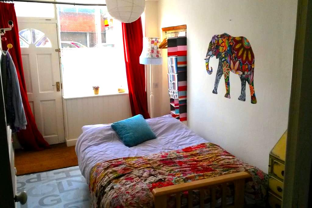 Airy room on the Cotswold Way in the heart of town - Wotton-under-Edge - 独立屋