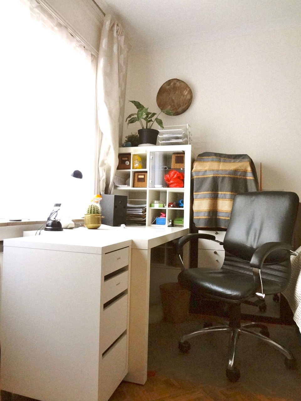 super functional bureau with executive leather chair