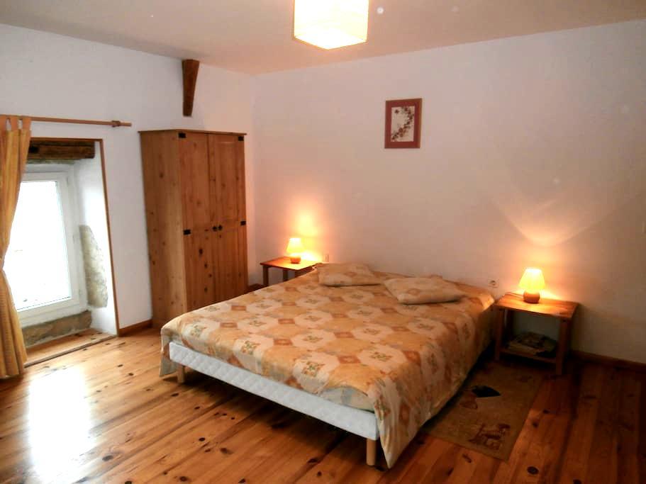 """Chambres d'hôtes """"La tonnelle"""" - Aguessac - Bed & Breakfast"""