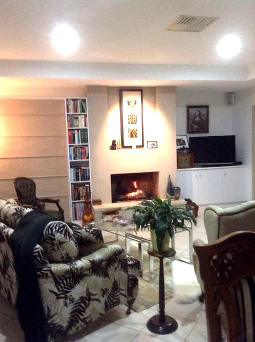 Quiet, comfortable, spacious home. - Yarrawonga - 獨棟