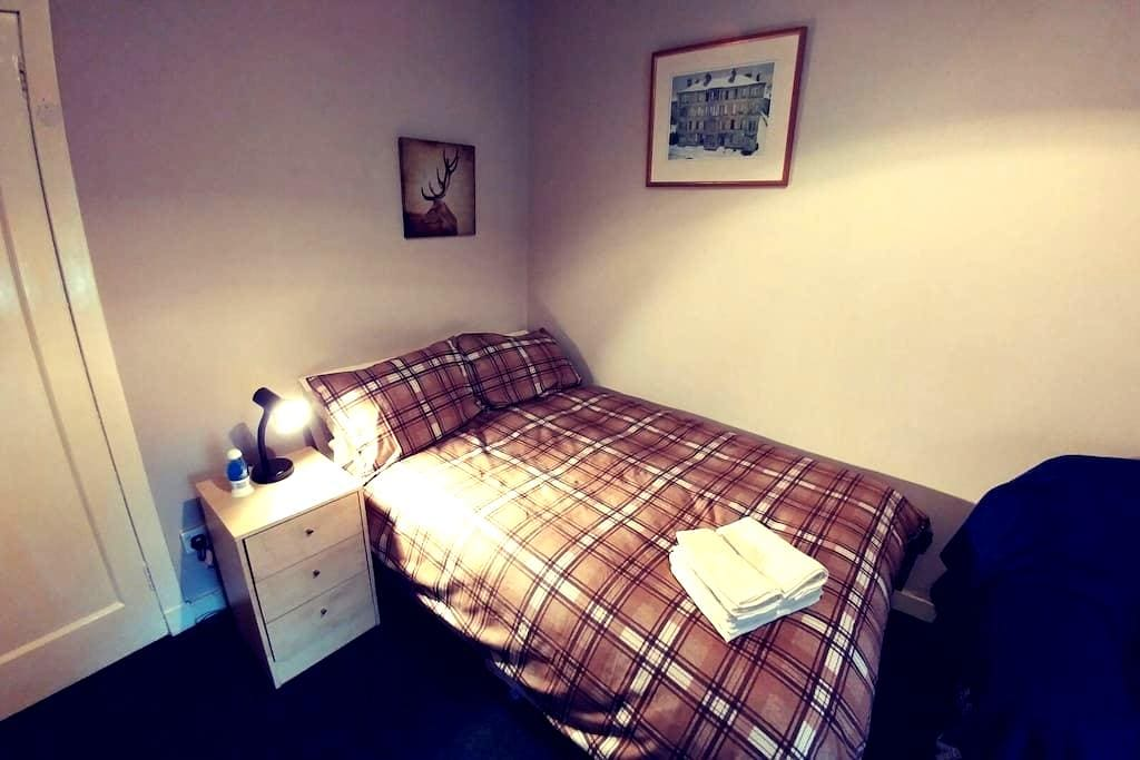 Spacious southside room. Tranquil neighbourhood. - Glasgow - Byt
