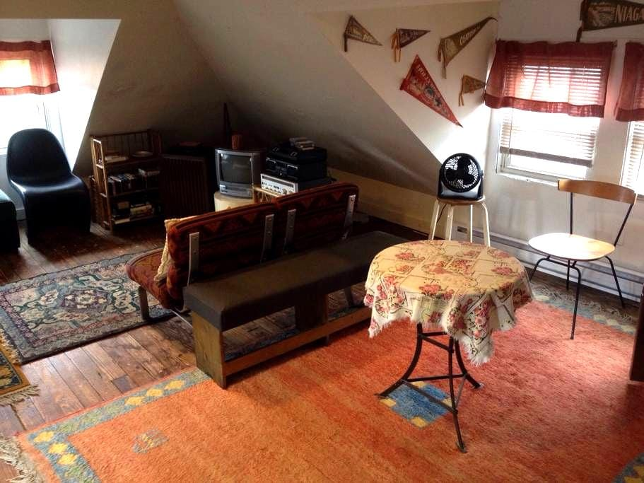 Large Private Attic in Shared House - Asbury Park - Maison