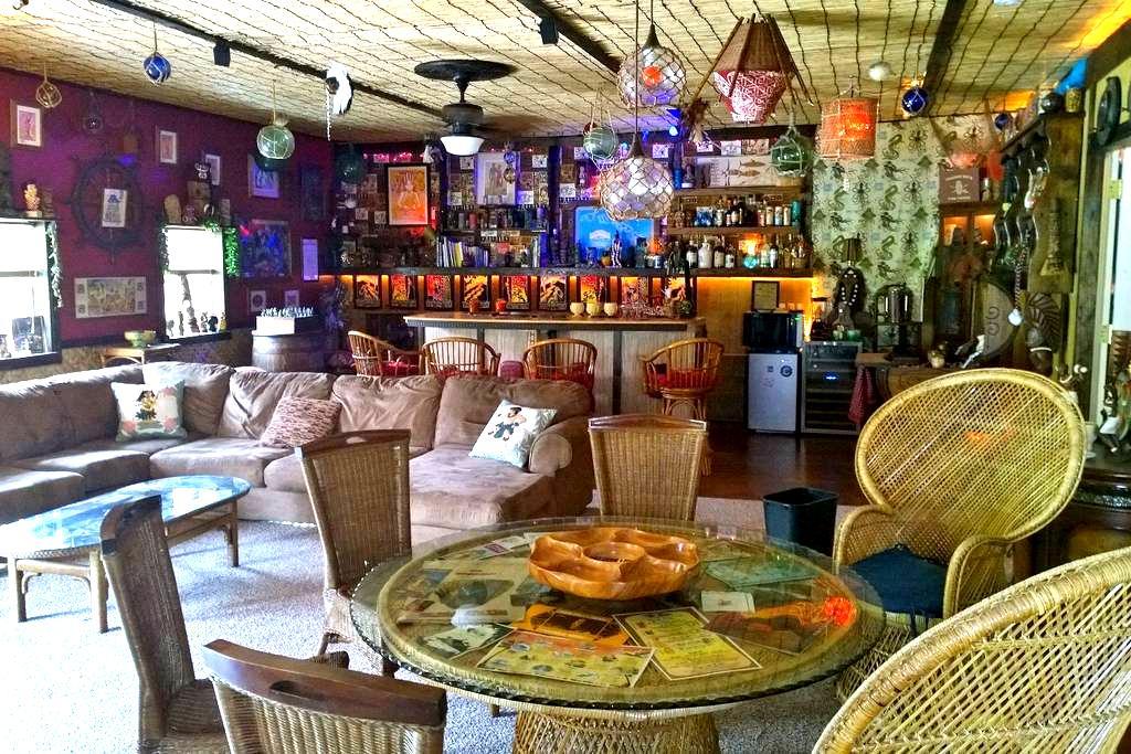 Ho'i Hou Ke Aloha Private Home Hawaiian Tiki Bar - Maryville