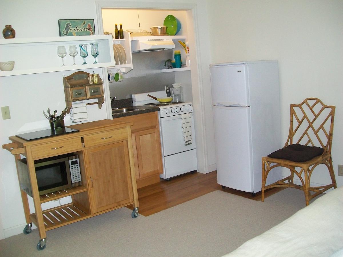 island charm-private apartment