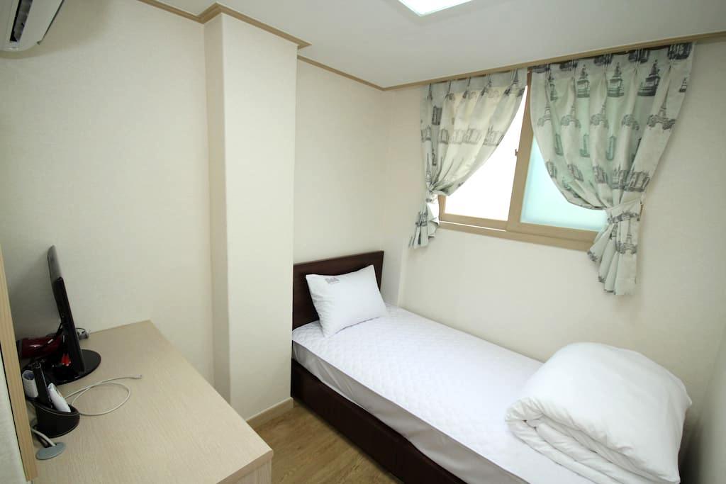 Single room w/private bathroom in Hongdae #4 - Seodaemun-gu - Apartment
